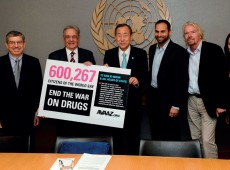Members of the Global Commission on Drugs with the 2011 petition to end the War on Drugs