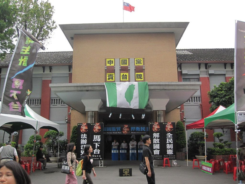 The front entrance of Taiwan's legislative assembly behind a busy street